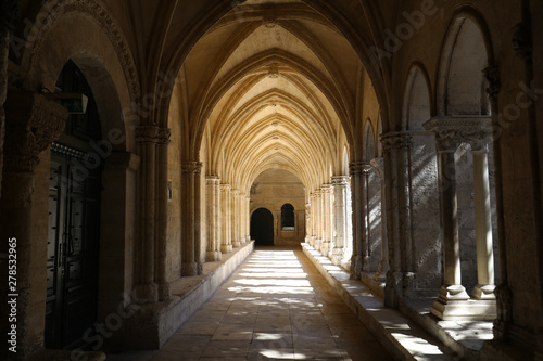 Obraz Romanesque Cloisters Church of Saint Trophime Cathedral in Arles. Provence,  France - fototapety do salonu
