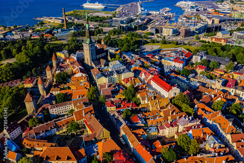 Fototapeta Tallinn in Estland aus der Luft obraz na płótnie