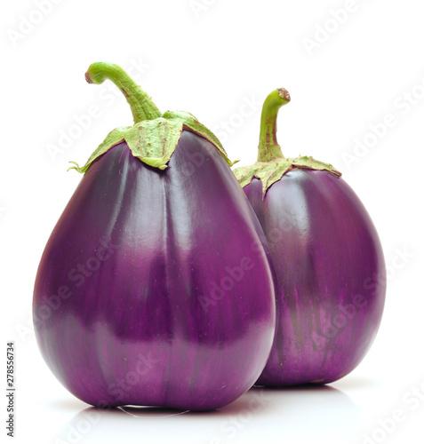 Fotomural  Ripe eggplants vegetables isolated on white background