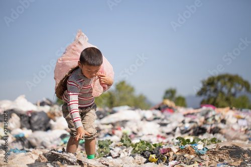 Fotografía  Poor children collect garbage for sale because of poverty, Junk recycle, Child l