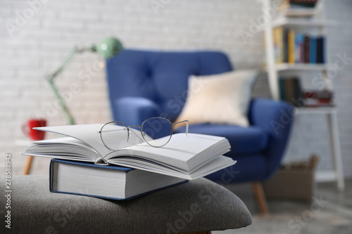 Cuadros en Lienzo Books with glasses on bench in room