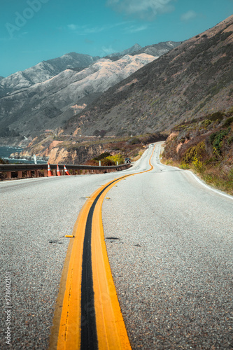 famous-highway-1-at-big-sur-california-central-coast-usa