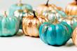 Leinwanddruck Bild - Trendy Halloween Shiny Decorative Pumpkins