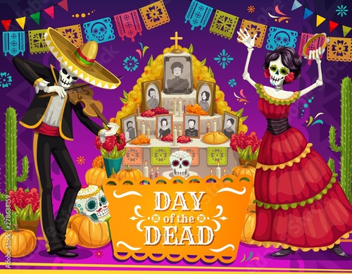 Foto Mexican Day of Dead skeletons, altar, sugar skulls