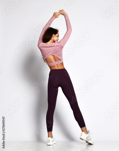 Photo  Sexy athletic woman sporty girl in fashion sportswear clothes stands posing afte