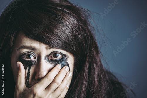 Obraz na plátně  涙を流す女性