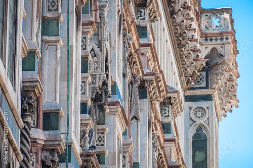 Obraz na plátně  Close up of stone decorations of walls of Santa maria del Fiore cathedral