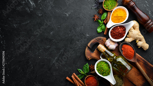 Fotografia Colorful herbs and spices for cooking