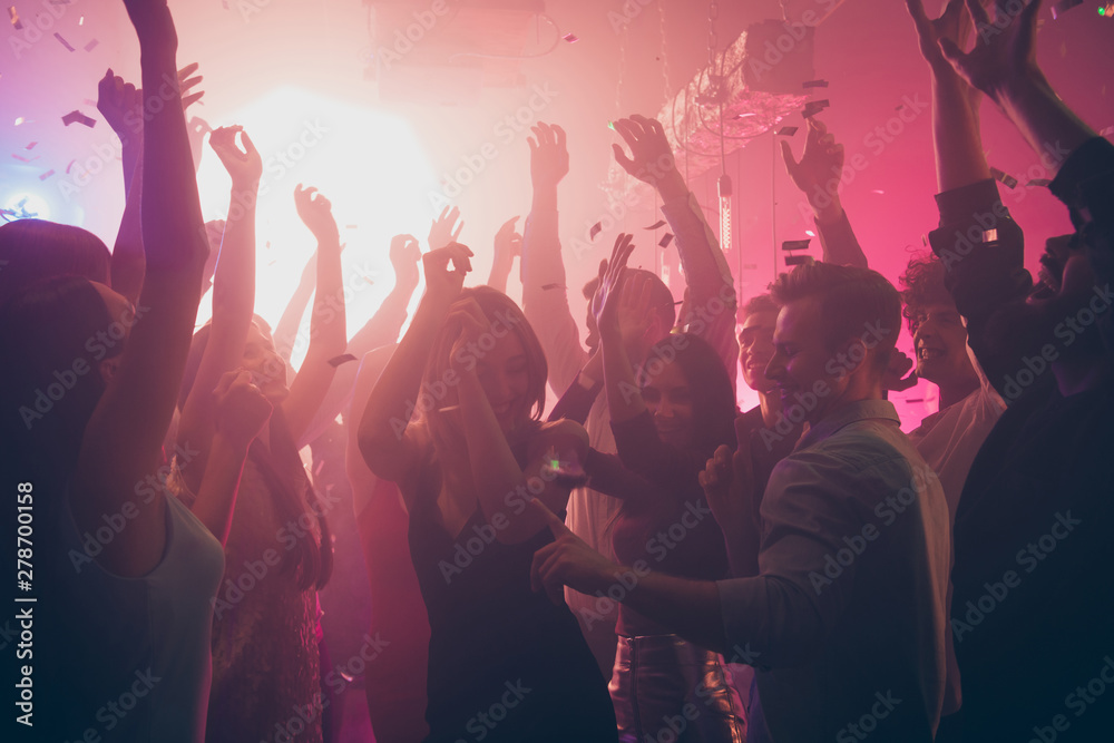 Fototapeta Company of nice attractive lovely stylish cheerful cheery positive carefree guys ladies having fun hanging out best summer student event life in new cool modern place indoors