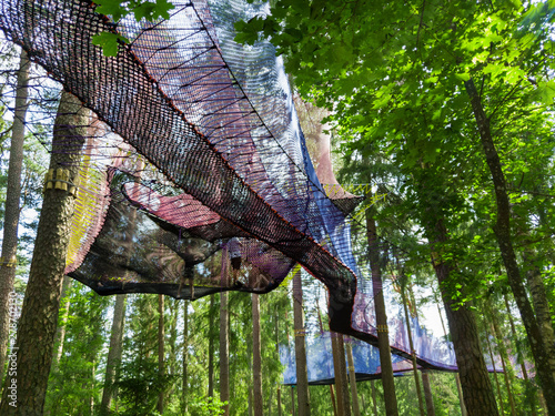 Cuadros en Lienzo treetop net trampoline park in forest