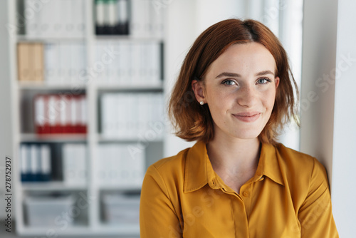 Obraz Attractive young businesswoman with a happy smile - fototapety do salonu