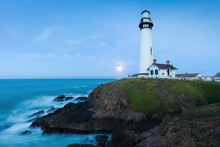 White Pigeon Point Lighthouse ...