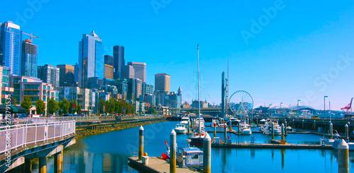 фотография Seattle, Washington, USA (mai 6, 2019) Tourist sightseeing cruise boat sailing across elliott Bay in Seattle