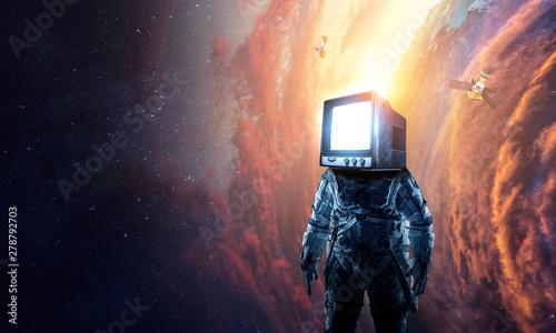 Fotoposter Eigen foto Monitor headed astronaut