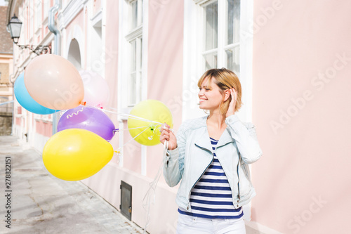 Poster Ecole de Danse Happy young woman holding balloons
