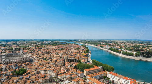 Photo Panorama of ancient town Arles in Provence and Cote d'Azur, France, South Europe