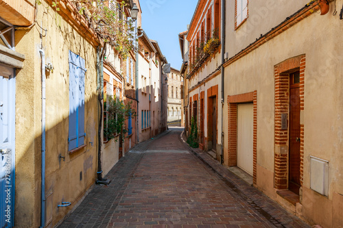 Papiers peints Ponts Street in French ancient town Toulouse. Toulouse is the capital of Haute Garonne department and Occitanie region, France, South Europe. Famous tourist destionation.