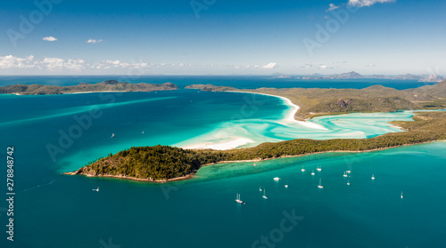 Leinwand Poster Hill Inlet from the air over Whitsunday Island - swirling white sands, sail boat