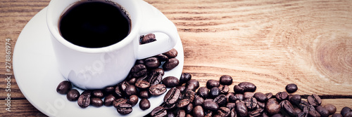 Poster de jardin Salle de cafe A cup of coffee and scattered coffee beans. Layout. Flat lay. Coffee bean.