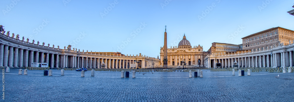 Fototapety, obrazy: Panoramic of St. Peter's Square in Vatican City at dawn - Rome, Italy.