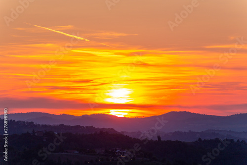 Photo sunset in the hills of the Apennines