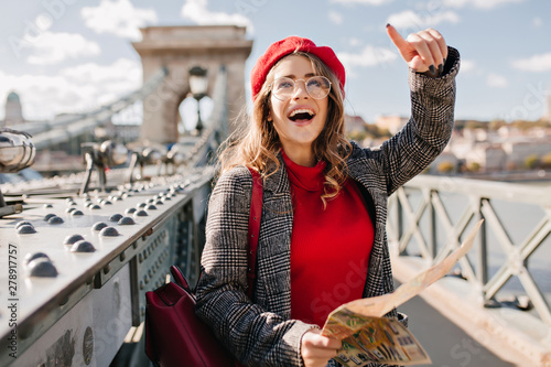 Canvastavla  Enchanting female tourist exploring France with map