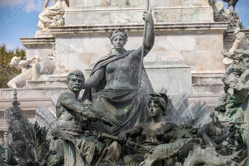Obraz na plátně Esplanade des Quinconces, fontain of the Monument aux Girondins in Bordeaux