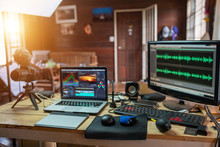 The Content Creator Sound Waves Monitor Preview In The Freelance House Studio