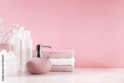 Cuadros en Lienzo Soft light bathroom decor in pastel pink color, towel, soap dispenser, white flowers, accessories on pastel pink shelf