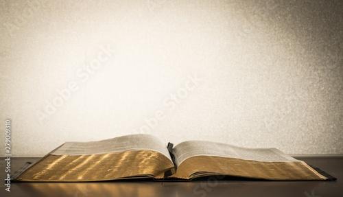 Obraz Open Bible - fototapety do salonu