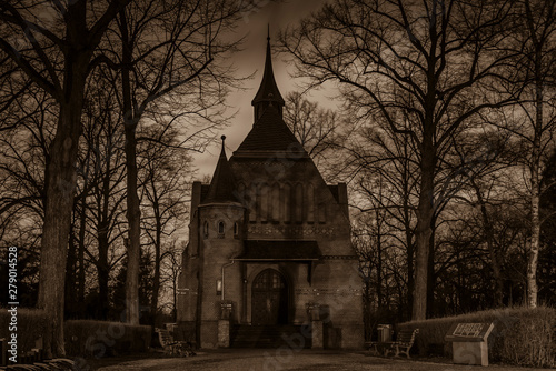 Cuadros en Lienzo cemetery chapel at Night, chapel, trees, Sepia Photo, Black and White, spooky Ch