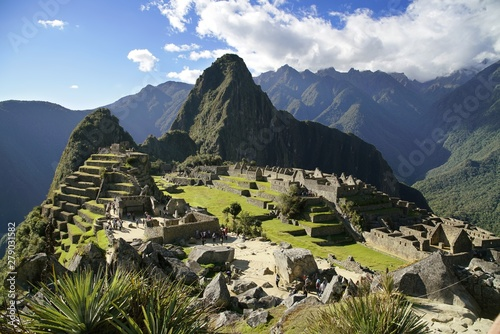 Cuadros en Lienzo  Machu Picchu ruin in the Andes Mountains, Peru