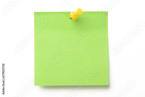 Pinturas sobre lienzo  Posit de color verde y marcador amarillo clavado sobre fondo blanco