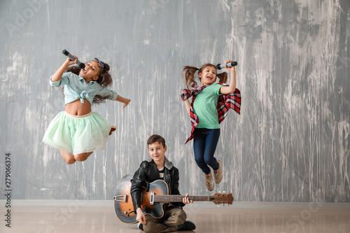 Fotografie, Obraz  Band of little musicians against grunge wall