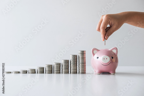 Pinturas sobre lienzo  Images of stacking coins pile and Hand putting coin into pink piggy bank for pla