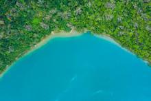大きな入江の航空写真