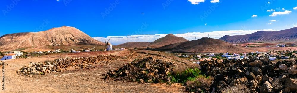 Fototapety, obrazy: Magic desrted landscapes of volcanic Fuerteventura island, Canary islands of Spain