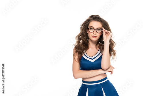 Fotomural sexy serious cheerleader girl in blue uniform and glasses isolated on white