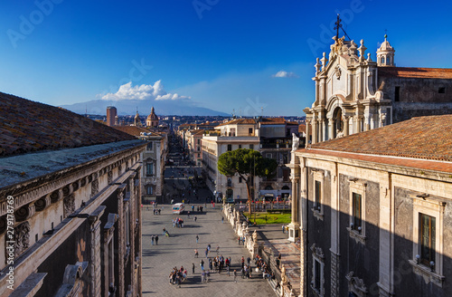 Fotografia Catania, Sicily: aerial view of the city center with Etna Mount on background