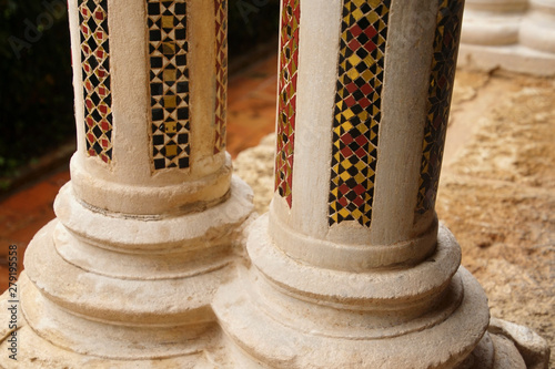 Fotografija  Inlaid marble mosaics on slender columns of the cloister