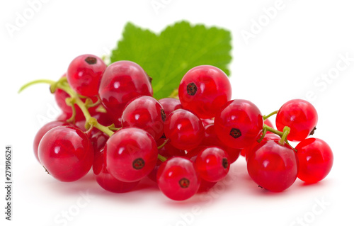 Fotografia Red currants with green leaves.