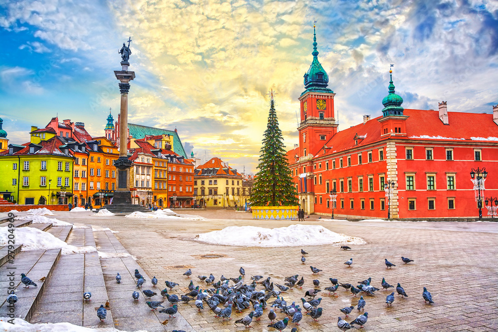 Fototapety, obrazy: Royal Castle, ancient townhouses and Sigismund's Column in Old town in Warsaw on a Christmas day, Poland, is UNESCO World Heritage Site