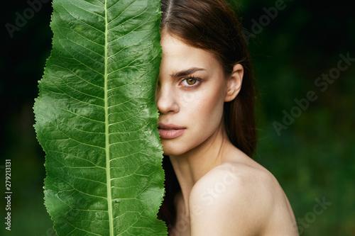 Obraz portrait of a young beautiful woman - fototapety do salonu