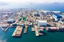 大規模な造船工場の空撮