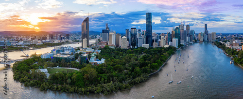 Deurstickers Kangoeroe Panorama of Brisbane skyline at sunset