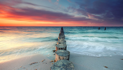 Fototapetamagischer Sonnenuntergang am Meer