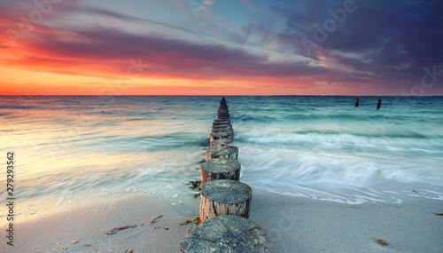 magischer Sonnenuntergang am Meer