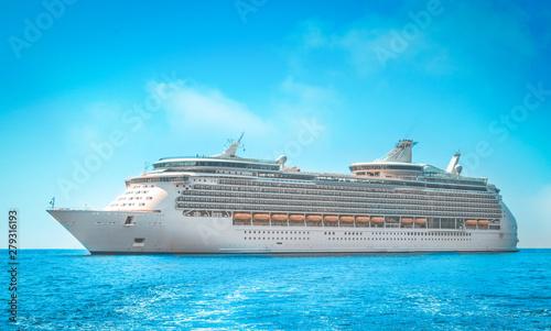 Obraz Cruise ship - fototapety do salonu