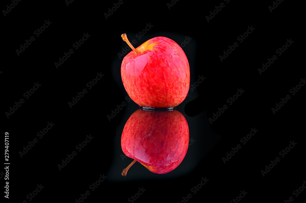 Fototapety, obrazy: fresh red apple with droplets of water against black background