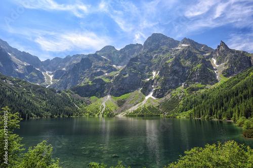 Obraz Jezioro Morskie Oko w Tatrach Polskich, jednoz pięciu najpiękniejszych jezior na świecie - fototapety do salonu